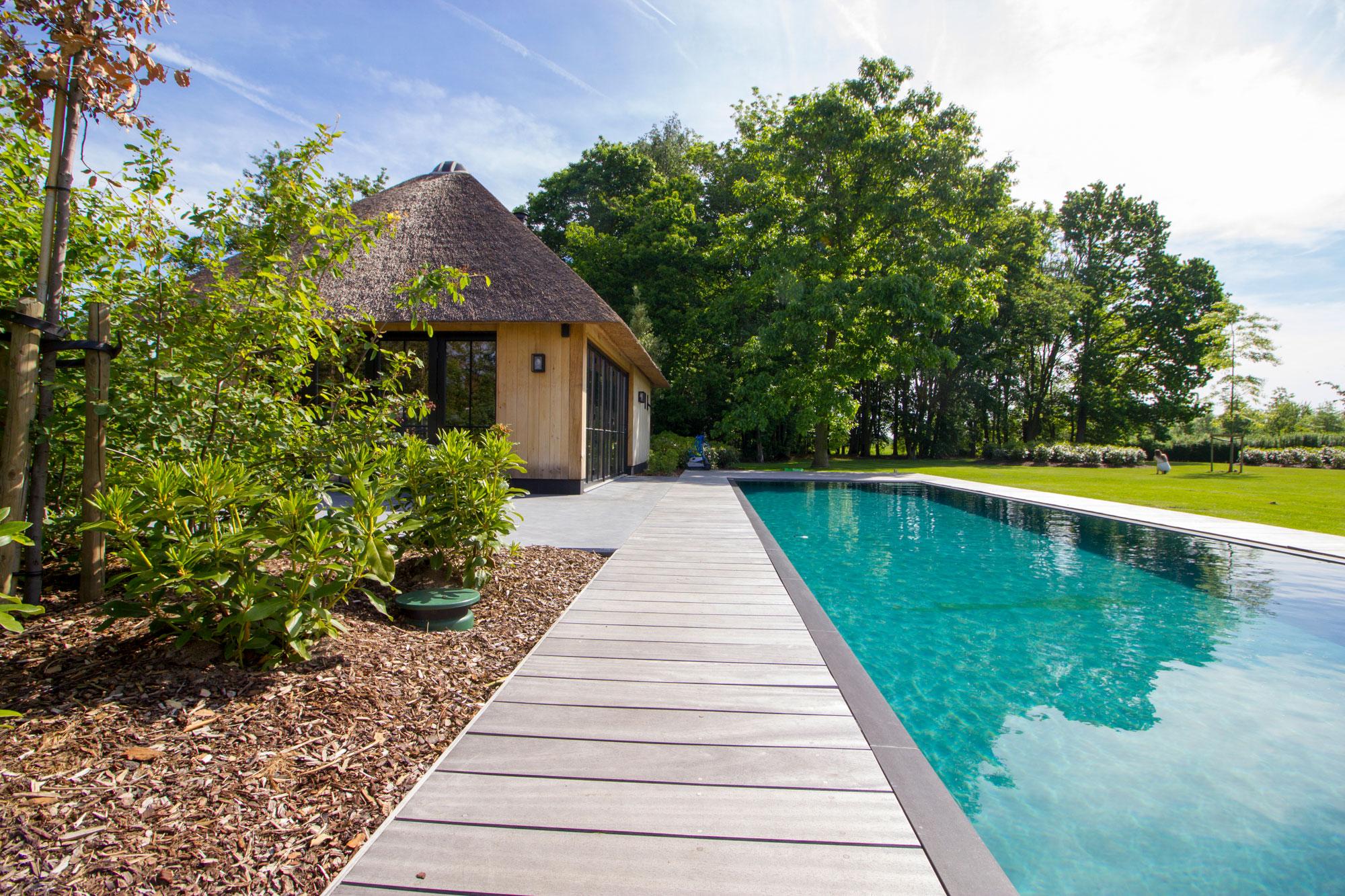 Tuin met zwembad tuinen koen vermeulen for Afmetingen zwembad tuin